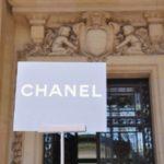 A las afueras del desfile de Chanel