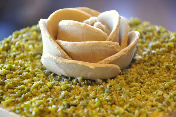 Tarta helada de Pistacho, merengue y amarena. Fotografía de/ por Rocío Pastor Eugenio. WOMANWORD