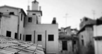 Mallorca by WOMANWORD. Hoy paro y respiro, enfoco y desenfoco... Miro atrás y me miro los pies. Sonrío al al saberme dueña de mi propia historia. Gracias por hacerme sentir orgullosa del camino recorrido. Soy WOMANWORD. Foto por Rocío Pastor Eugenio.