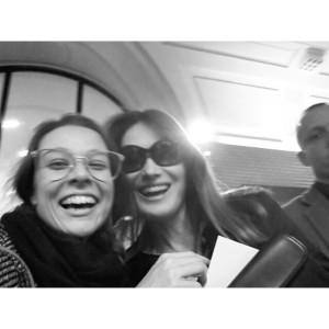 WOMANWORD cubriendo la Fashion Week. Aquí con Carla Bruni