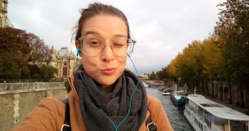WOMANWORD Selfie en el Sena. París. Descubre la ciudad del amor.