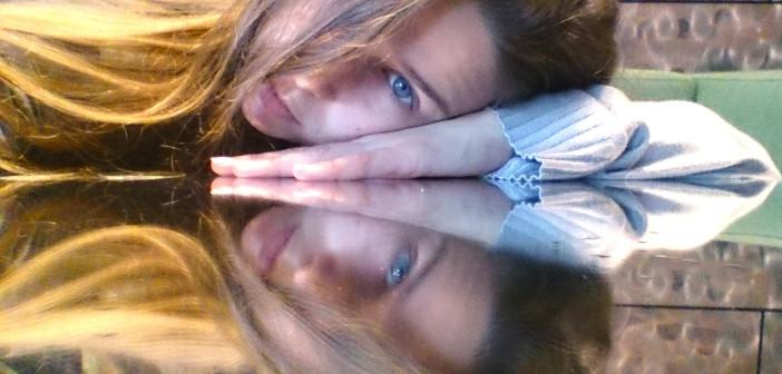 selfie en el espejo WOMANWORD