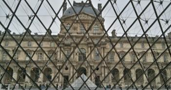 El Louvre by WOMANWORD