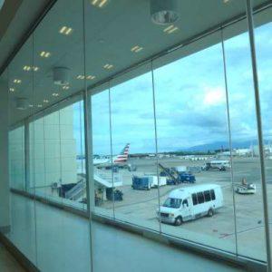 WOMANWORD en el aeropuerto de Puerto Rico